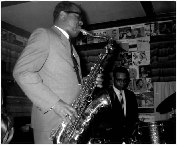 benny-playing-with-the-herb-pomeroy-big-band-at-lennies-on-the-turnpike-1963-album-di-salem-state-archives